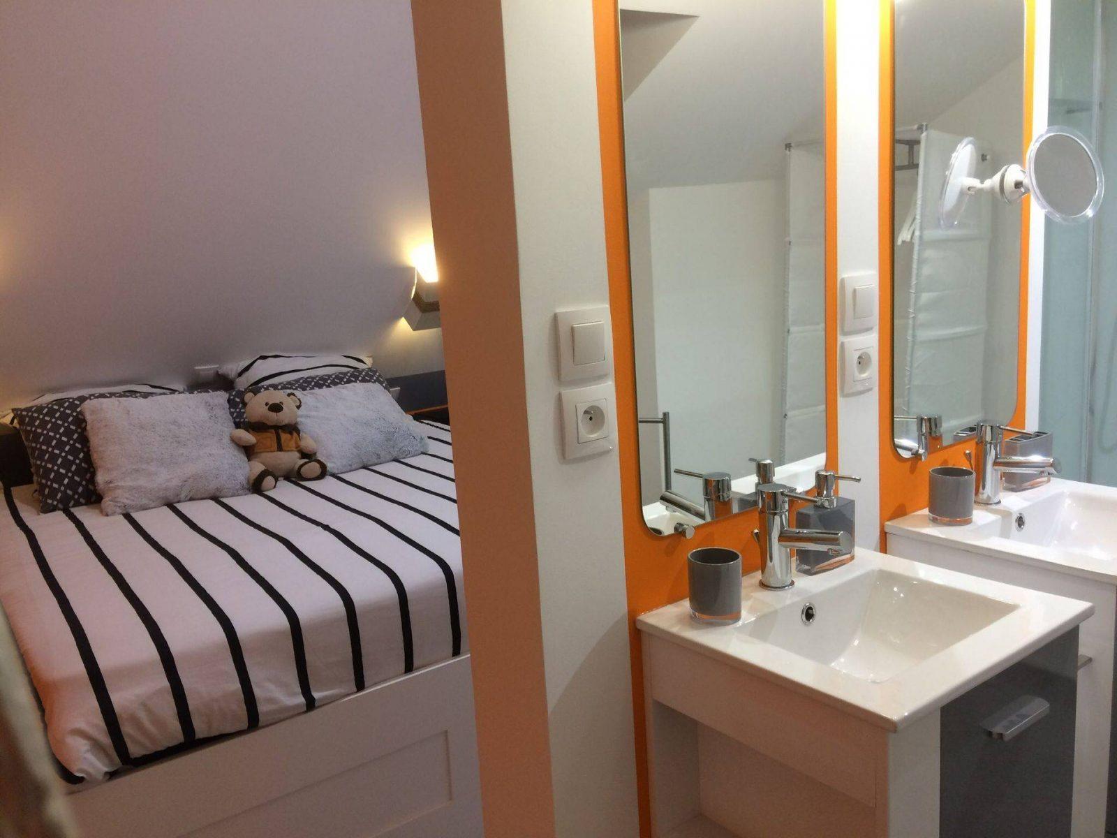clos-dessyag-montcavrel-chambre-salle-de-bains