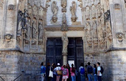 Une église / Une histoire